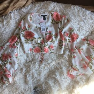 White floral bell sleeved crop top NWT size small